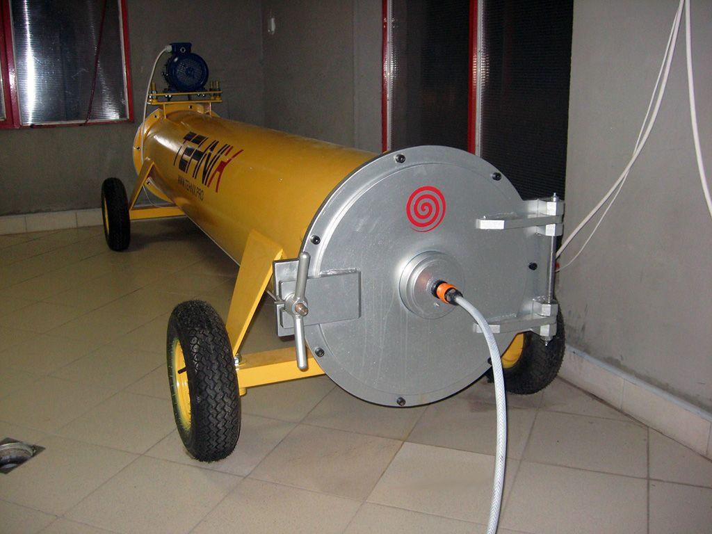 Centrifuga za pranje tepiha CT-320 tokom rada
