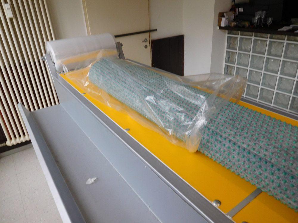 Sto za pregled i pakovanje tepiha
